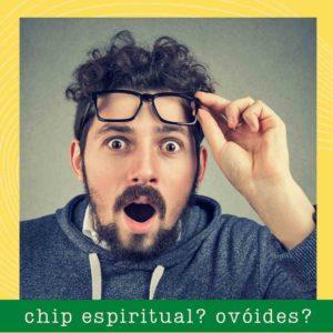 Homem surpreso ante o conhecimento da existência de chips espirituais e ovoides.